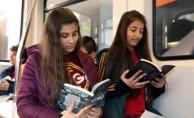 Toplu ulaşımda ellerde telefon değil kitap olsun