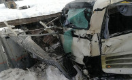 Rusya'da yolcu treni otobüse çarptı!