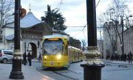 İstanbul'da Tramvay Raydan Çıktı! T1 Hattında Seferler Durduruldu!