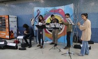 Fuaye Müzik Grubu Ankara'da Kızılay Metro İstasyonunda