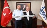 TÜVASAŞ Genel Müdürü Kocaarslan, Gebze Belediye Başkanı Büyükgöz'ü Ziyaret Etti