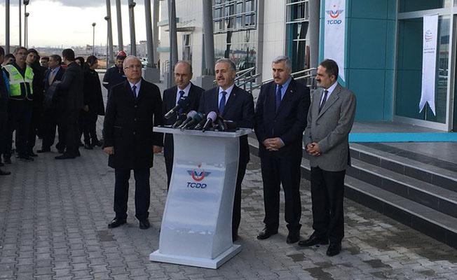 Ulaştırma Bakanı Ahmet Arslan test sürüşü sonrası Etimesgut YHT garı önünde basın açıklaması yaptı.