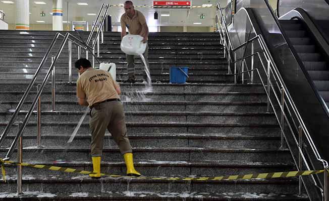 ankararay ve metroda titiz temizlik çalışması yapan ekipler