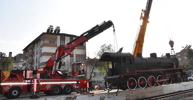 buharli-lokomotif-nazilli-hangardaki-yerini-aldi-trenhaber