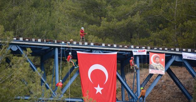 demiryolu-koprusune-turk-bayragi-asildi-trenhaber
