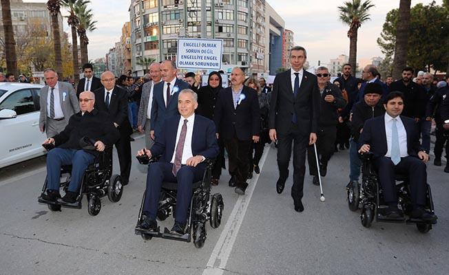 denizli-buyuksehir-belediye-baskani-osman-zolan-tekerlekli-sandalye-empati-yuruyusu