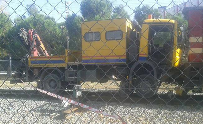 denizli-mda-yuk-treni-kafa-kafaya-carpisti-3-yarali-tren-haber