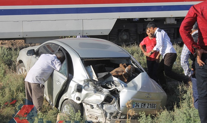 diyarbakir-bismilde-yolcu-treni-otomobile-carpti-5-yarali-tcdd-haberleri