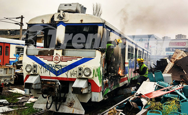 İstanbul Haydarpaşa hurda E 14000 üniteleri kesildi