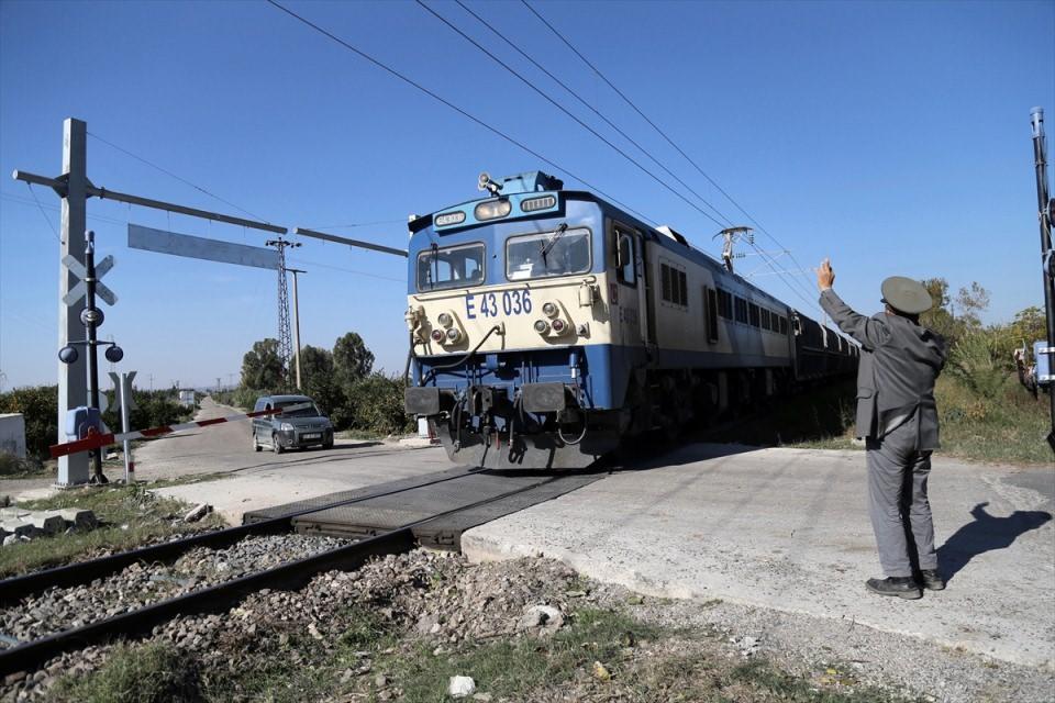 hemzemin-gecitte-gecen-35-yil-tren-tcdd-haber