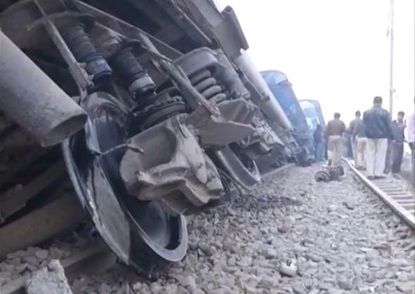 hindistan-da-tren-kazasi-90-olu-trenhaber2