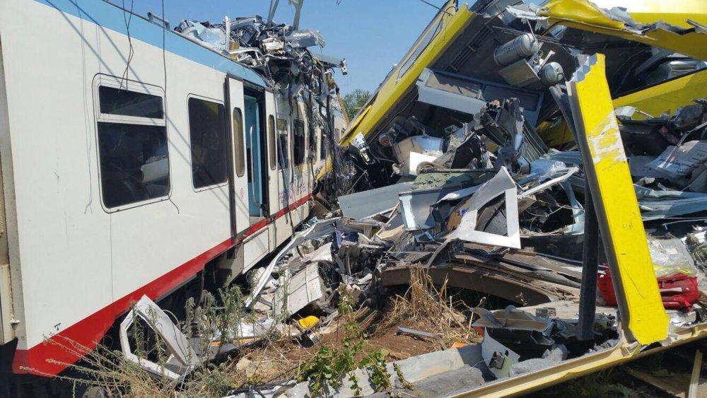 italyada-trenler-kafakafaya_çarpıştı