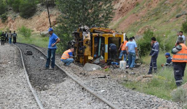 Karabükte İş treni buraj makinası ile çarpıştı