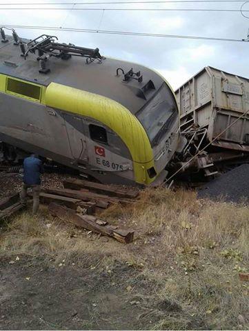 sivas-demirdag-istasyonunda-tren-kazasi-tcdd-haber