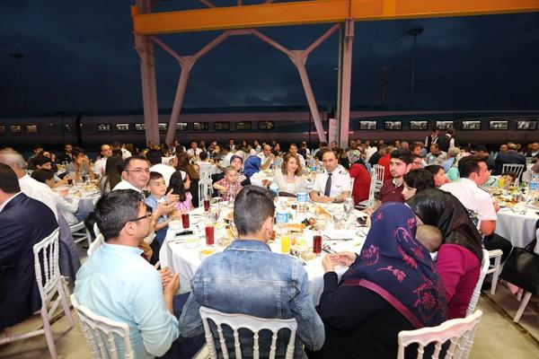 tcdd-tasimacilik-anlamli-iftar-trenhaber.jpg