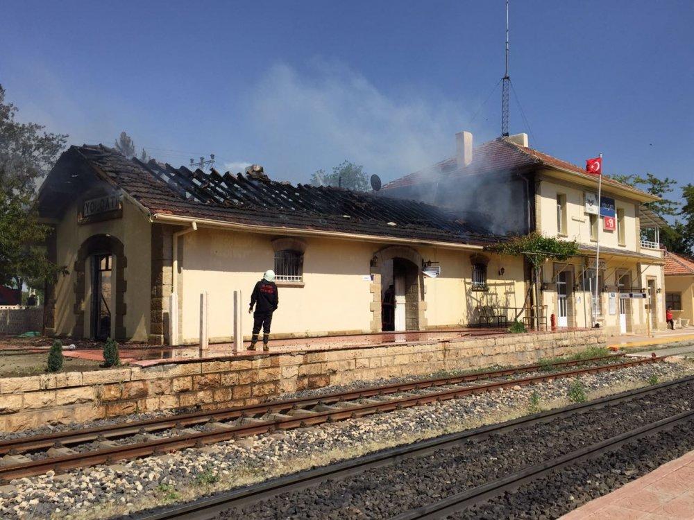 tcdd-yolcati-istasyon-yangin-trenhaber