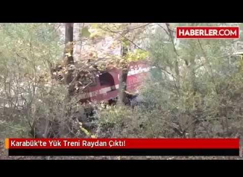 Demiryoluna düşen kaya treni raydan çıkardı